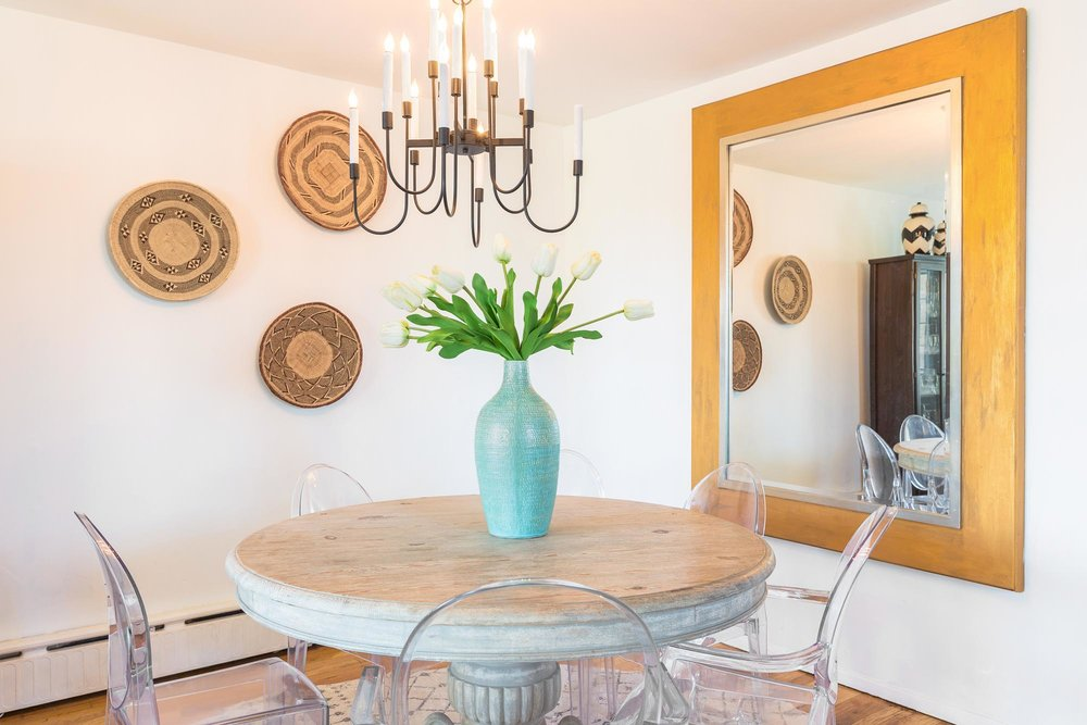 Breakfast nook with round table and mirror on wall