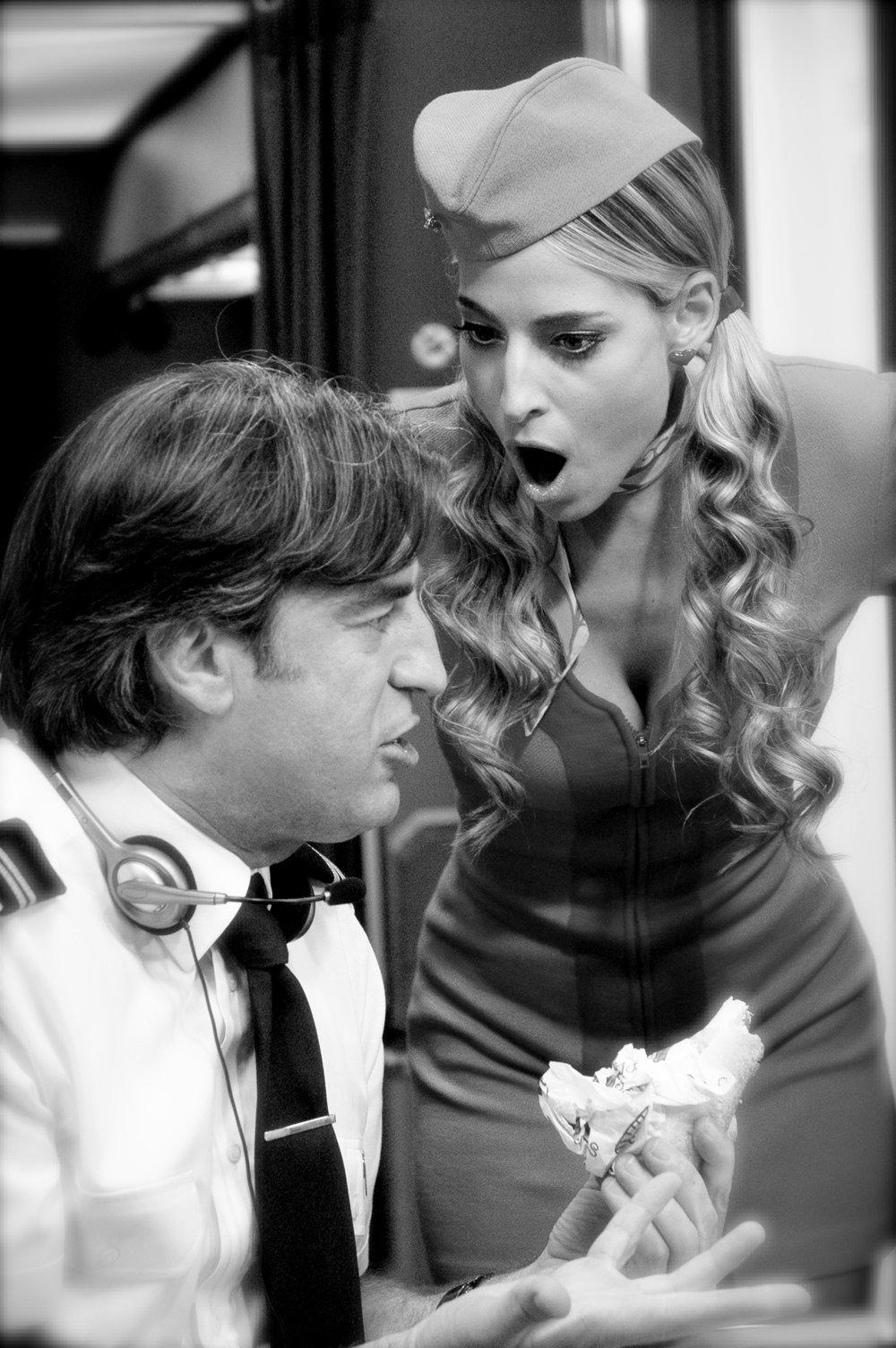 Jessica e Max Tortora in una scena della sitcom Piloti per la RAI