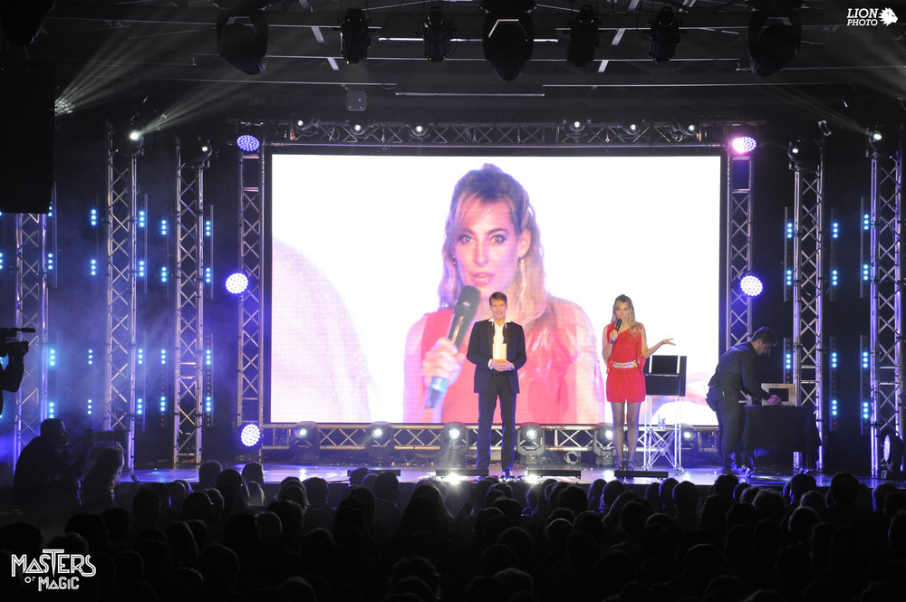 Jessica conduce un evento live