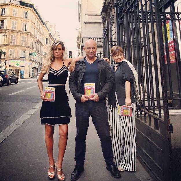 Jessica, Stefano Chiodaroli e Lucia Vasini a Parigi con il loro spettacolo teatrale Il clan delle divorziate