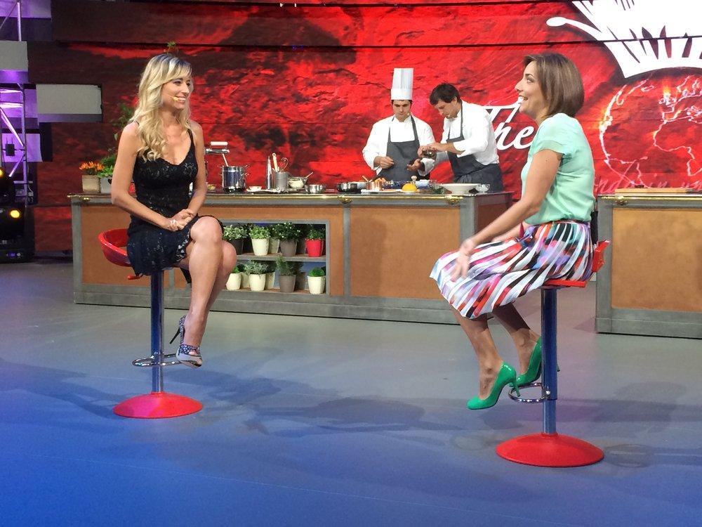 Jessica e' intervistata per un talk show della RAI