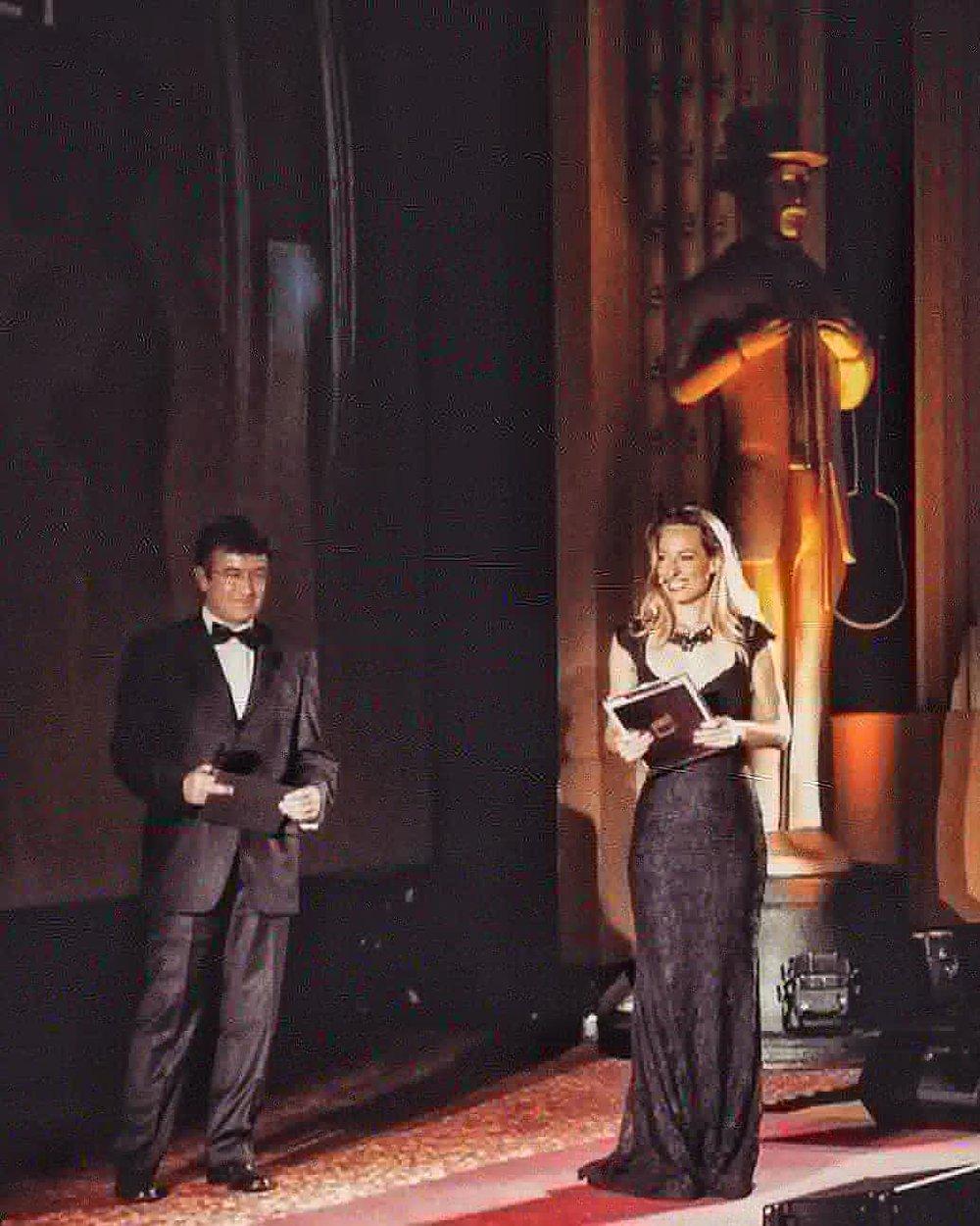 Jessica conduce una serata di premi aziendali