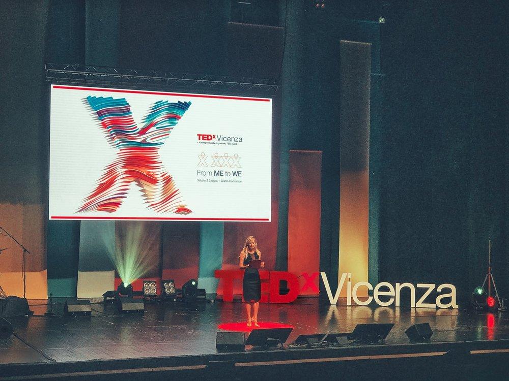 Jessica conduce l'evento TED