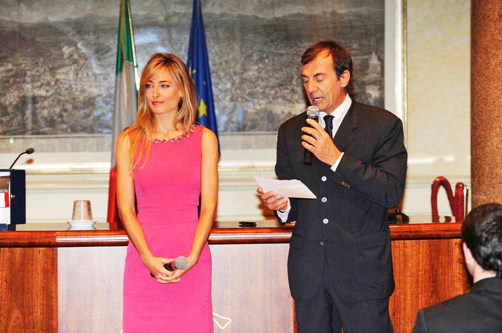 """Jessica a Montecitorio che riceve dal Parlamento il suo riconoscimento """"Premio Italia-Usa"""""""