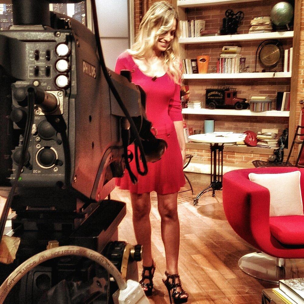 Jessica in studio per un'intervista con la RAI