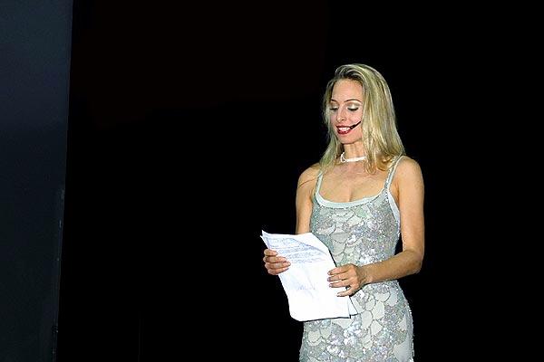 Jessica alla conduzione di un evento aziendale
