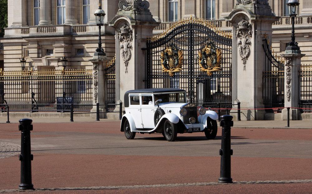 vintage-rolls-royce-car.jpg
