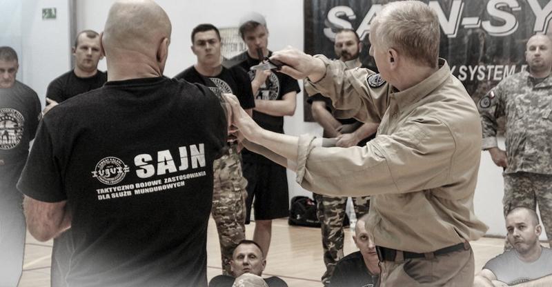 jan_nycek_sajn_system_trening sluzby mundurowe_palka teleskopowa_walka nozem_samoobrona_2.jpg