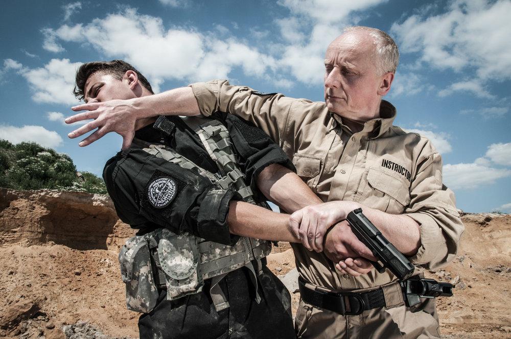 jan nycek_sajn_szkolenie sluzb mundurowych_palka teleskopowa_walka wrecz_walka nozem_samoobrona dla kobiet_1.JPG