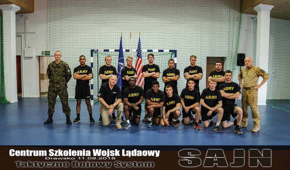 170sluzby_mundurowe_jan_nycek_obrona_noz_sajn_samoobrona.jpg