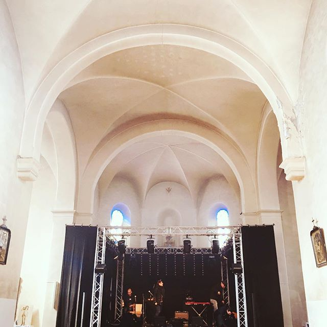 Une scène magnifique, dans une belle église dans un des plus beaux villages de 🇫🇷 #bonnevalsurarc #festival #gospel #trio #orguehammond #loveisintheair #seeyouthere