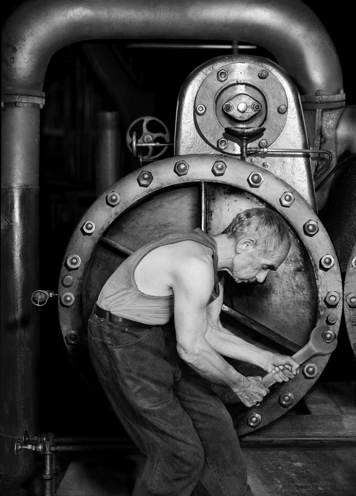 Copy of « LOOKING FOR THE MASTERS IN RICARDO'S GOLDEN SHOES #14 (TRIBUTE TO LEWIS HINE, POWER HOUSE MECHANIC WORKING ON STEAM PUMP, 1920) » BY CATHERINE BALET
