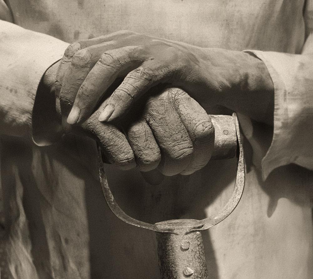 Copy of « LOOKING FOR THE MASTERS IN RICARDO'S GOLDEN SHOES #18 (TRIBUTE TO TINA MODOTTI, HANDS RESTING ON TOOL, 1927) » BY CATHERINE BALET