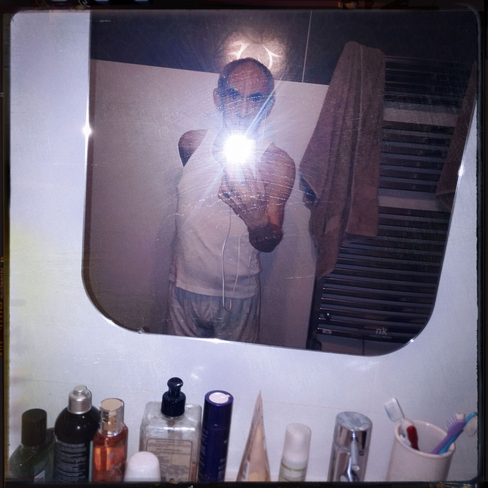 Copy of « LOOKING FOR THE MASTERS IN RICARDO'S GOLDEN SHOES #117 (INSTAGRAM SELFIE) » BY CATHERINE BALET