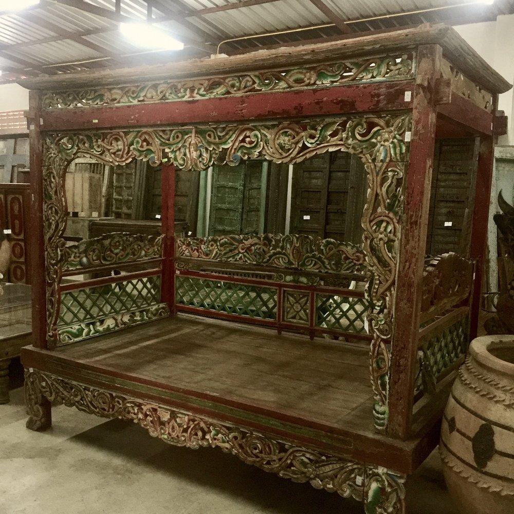 Madura Bed