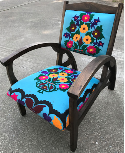 Titanic Chair wiht Uzbek Suzeini