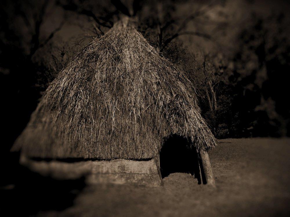 Hopewell hut w blur2.jpg