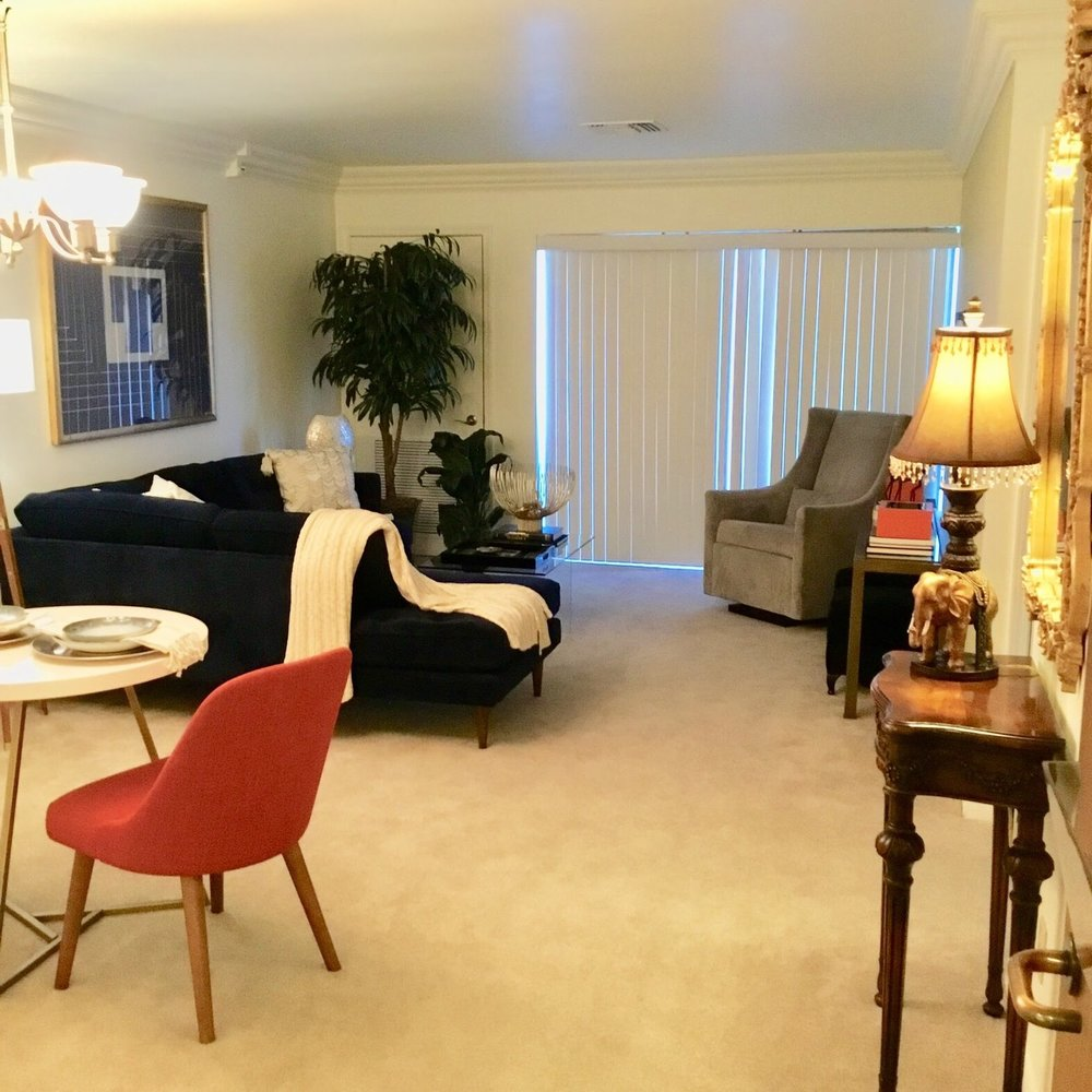 Staging Tulsa - Zarrow Pointe Living (Light).JPG