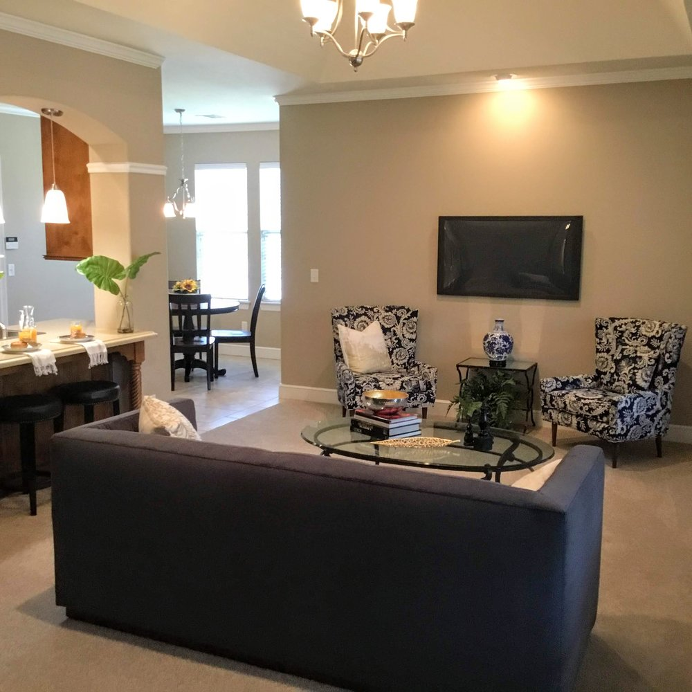 Staging Tulsa - Zarrow Pointe Villas Living Seating.JPG