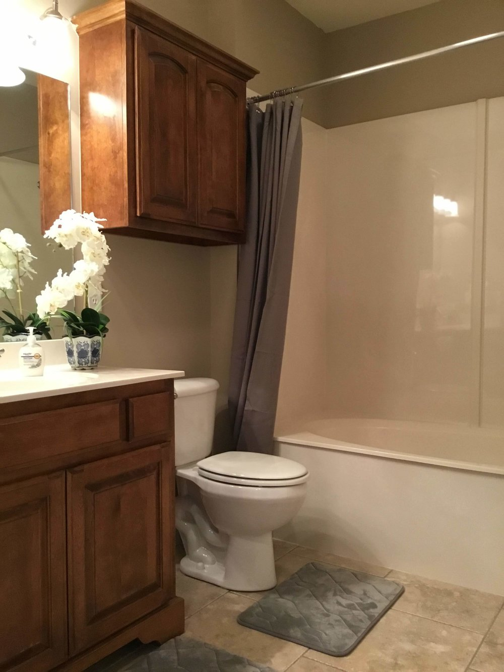Staging Tulsa - Zarrow Pointe Villas Guest Bath.jpg