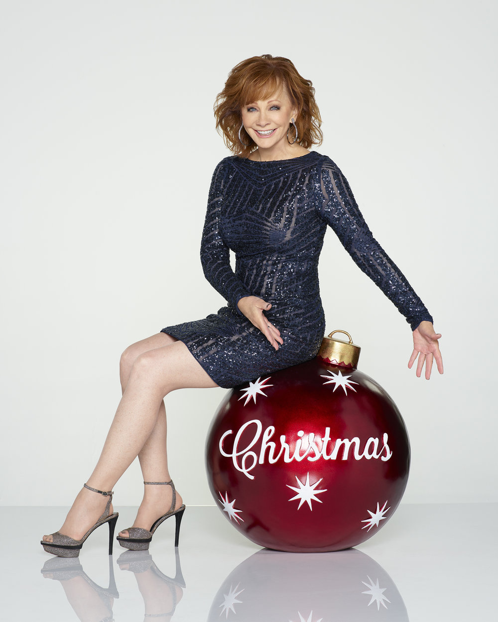 "CMA COUNTRY CHRISTMAS – Reba McEntire hosts ""CMA Country Christmas,"" Monday, Nov. 27 at 8/7c on the ABC Television Network. (ABC/Bob D'Amico)"