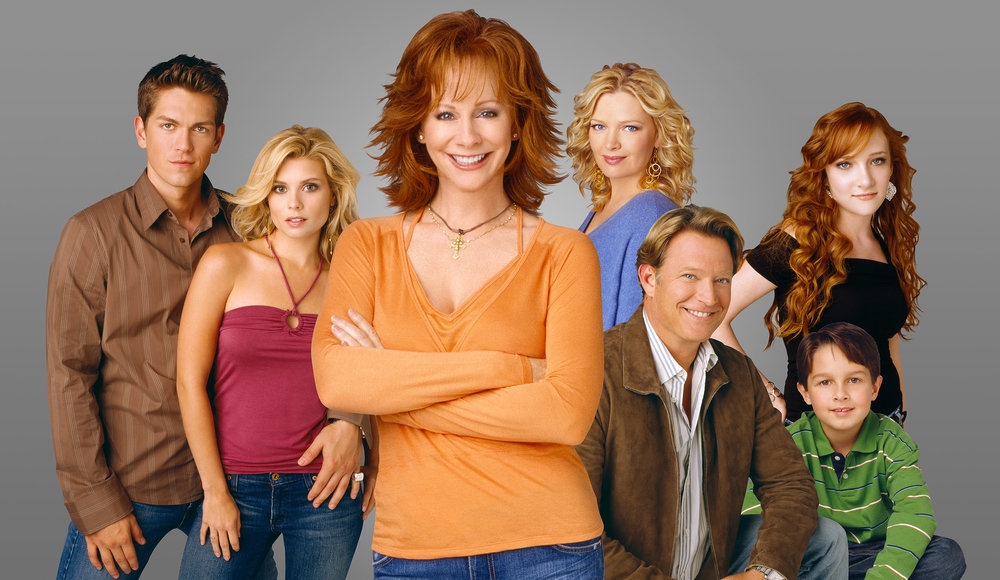 THE HART FAMILY  L-R: Van  (Steve Howey) , Cheyenne  (JoAnna Garcia) , Reba  (Reba McEntire) , Barbra Jean  (Melissa Peterman) , Brock  (Chris Rich) , Kyra  (Scarlett Pomers) , Jake  (Mitch Holleman)