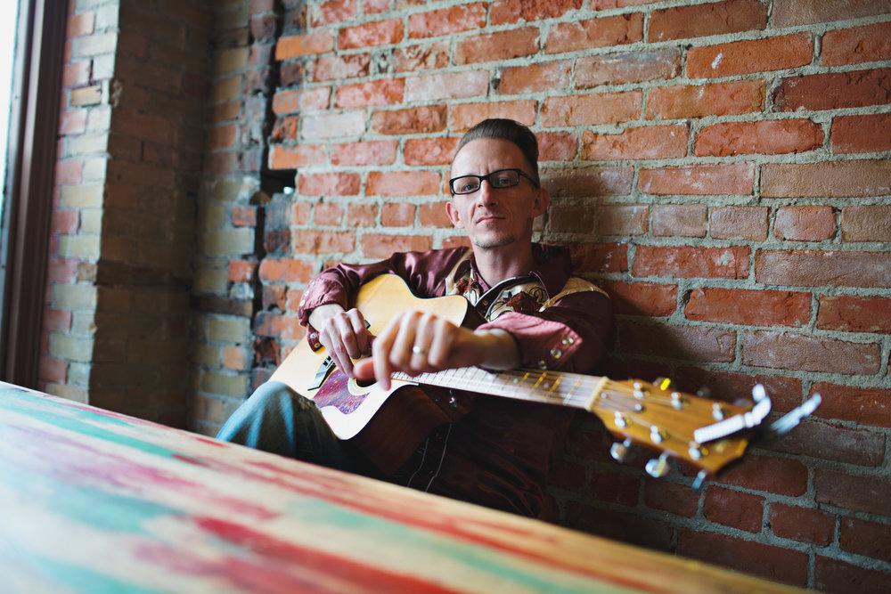 Ray Whitton | Singer songwriter