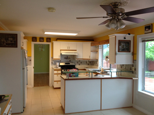 Kitchen Before300x225