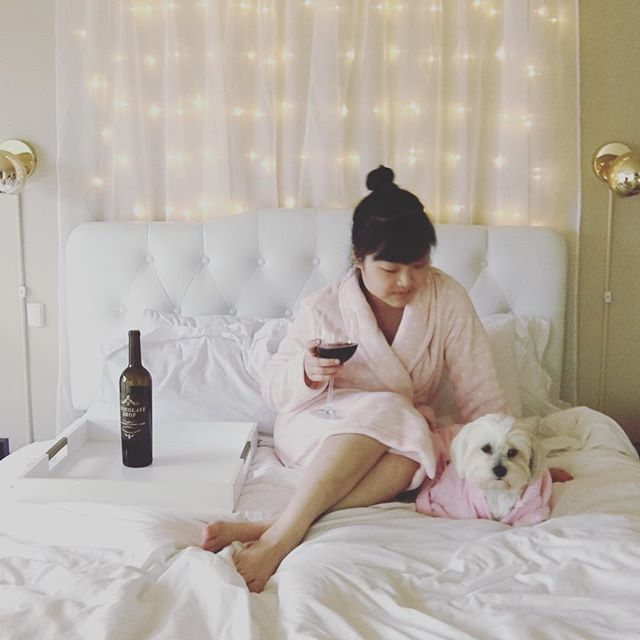 We hope your weekend was relaxing and refreshing 💅🏼🍷 #chocshopwine | 📷: @ivanacgrace