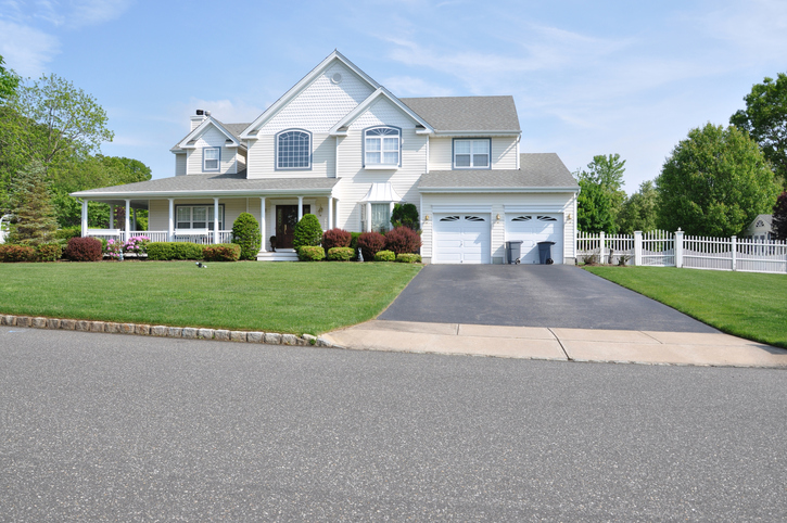 Improve Curb Appeal with Sealcoating in Nashville