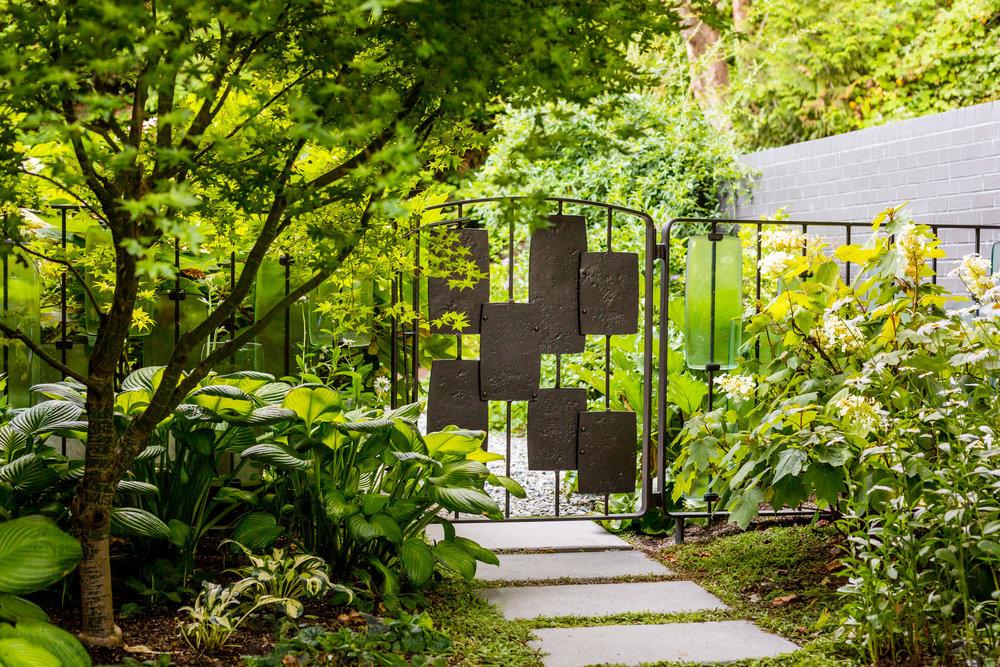 Classic Lakefront Garden