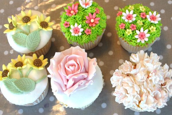 flowers-in-bloom-cupcakes.jpg