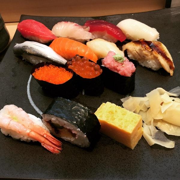 Sushi set at Ikina Sushidokoro Abe... only 1100 Yen!