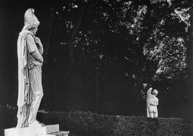 Versailles captive barbarian and the callipygian venus robert doiseneau.jpg