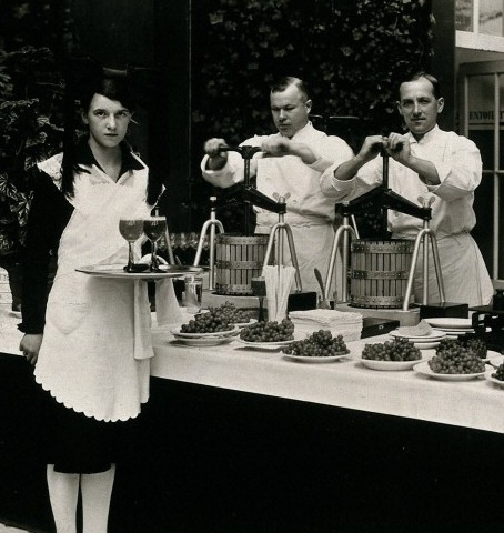 Waiters / Wellcome Images