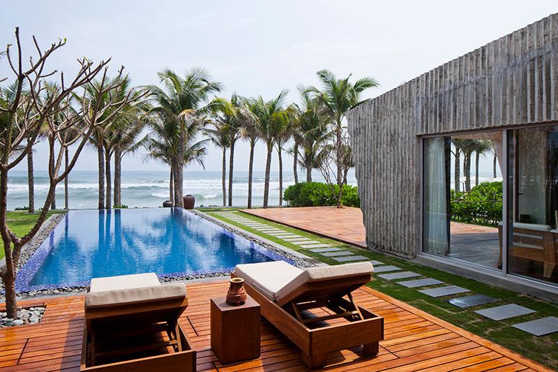 04_naman-beach-villa_toward-sea.jpg