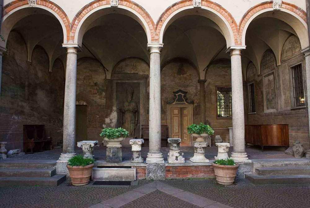 Passeggiata,-An-Airbnb-Experience-on-Milan,-Casa-degli-Atellani.jpg