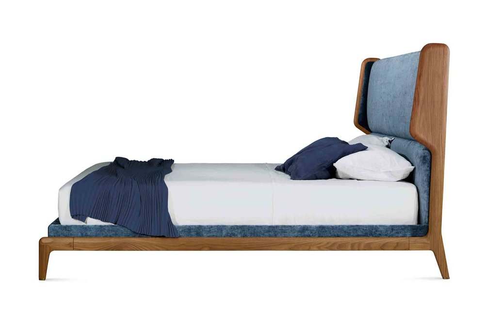 'Sleeping Muse' bed designed by Roberto Lazzeroni for Ceccotti Collezioni