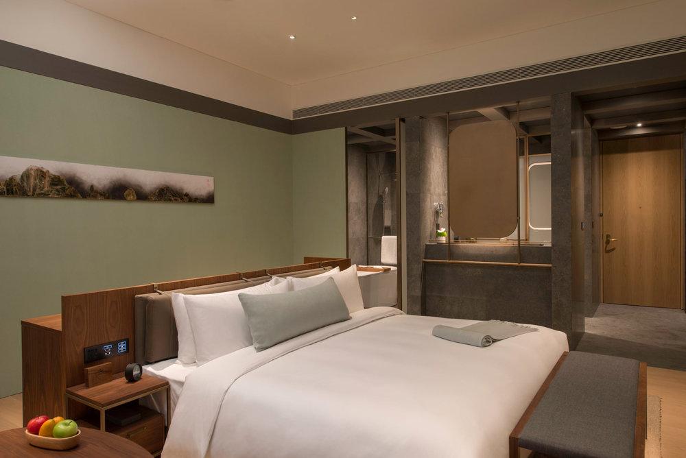 Premier-room-(Island-Bed).jpg