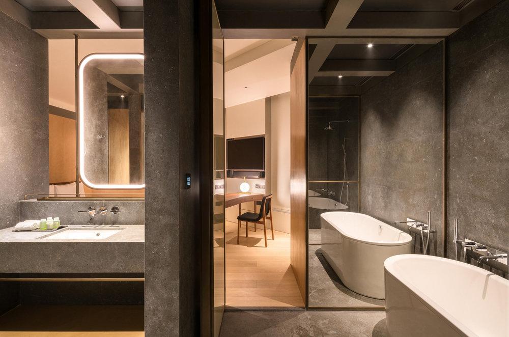 The-Sukhothai-Shanghai---Executive-Room---spacious-bath-_-organic-bath-amenities.jpg