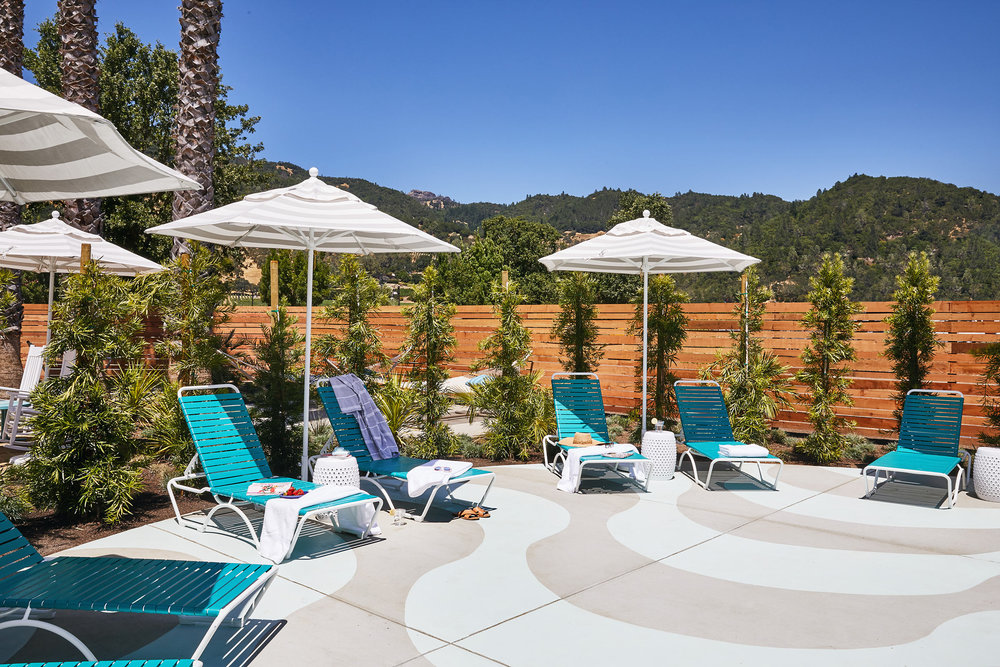 Calistoga-Motor-Lodge-and-Spa_Outdoor-Spa-Relaxation-Area_Aubrie-Pick.jpg