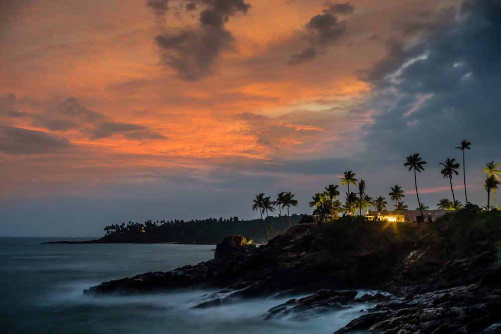 Anantara-Peace-Haven-Tangalle-Resort-_-Il-Mare_-sunset.jpg