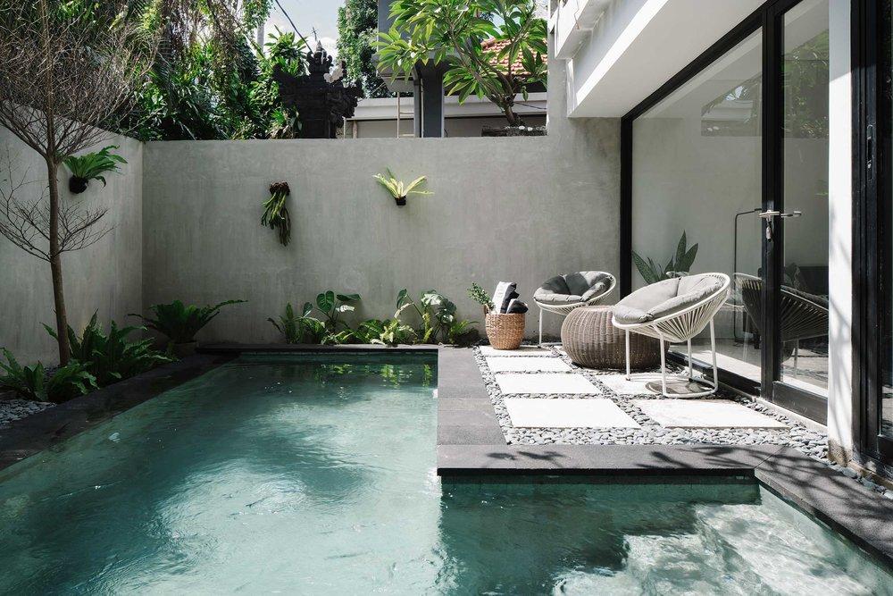 Lloyd_s-Bali0102.jpg