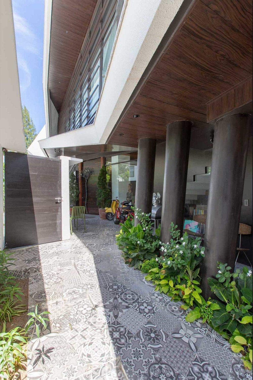 Casa-Uccello---Buensalido-Architects-6a.jpg