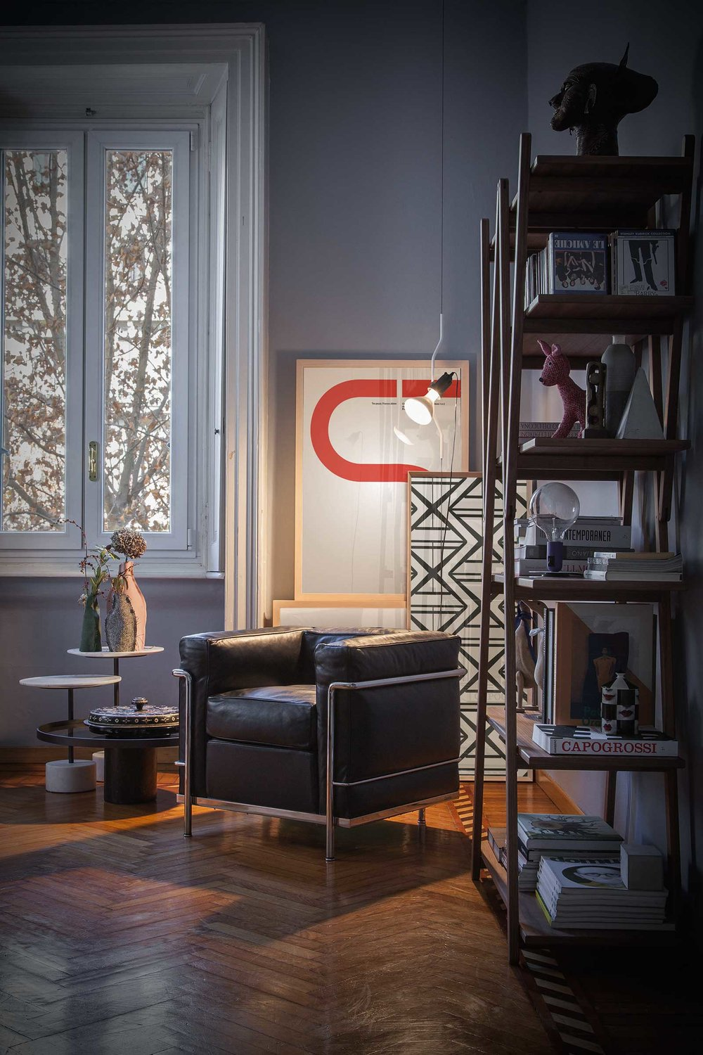 CASSINA_LC2_Le-Corbusier_Pierre-Jeanneret_Charlotte-Perriand_amb.jpg