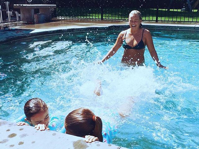 Summer is here!! Backyard pool, club or ocean Grace will come to you for your lesson! Book today, link in bio!!