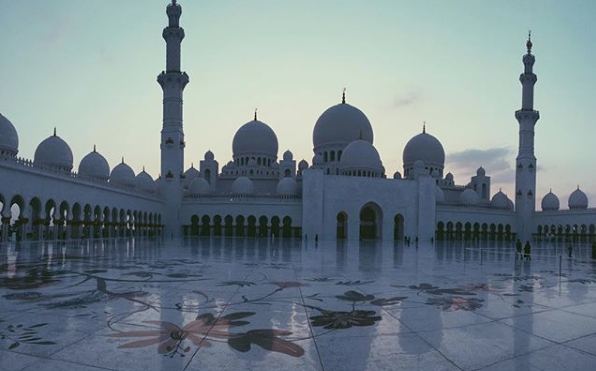mosque abu dhabi life my abu dhabi travel blogger travel vlogger travel influencer visit abu dhabi my life in abu dhabi uae.png