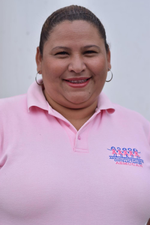 """Indira Alvarado   Administradora  """"Mi trabajo consiste en velar por la articulación general de la clínica, procurar el cumplimiento del trabajo de los colaboradores, el buen funcionamiento y mantenimiento de los equipos garantizando la buena atención a los clientes."""""""