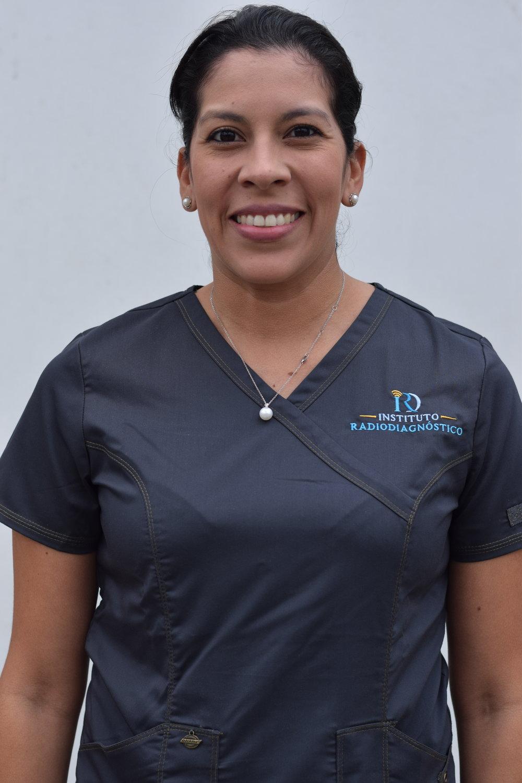 """Dra. Carol Zamora   Radióloga  """"Mi trabajo consiste en leer las mamografías y realizar ultrasonidos de mama, pélvicos y transvaginales, al igual que biopsias por aguja fina."""""""
