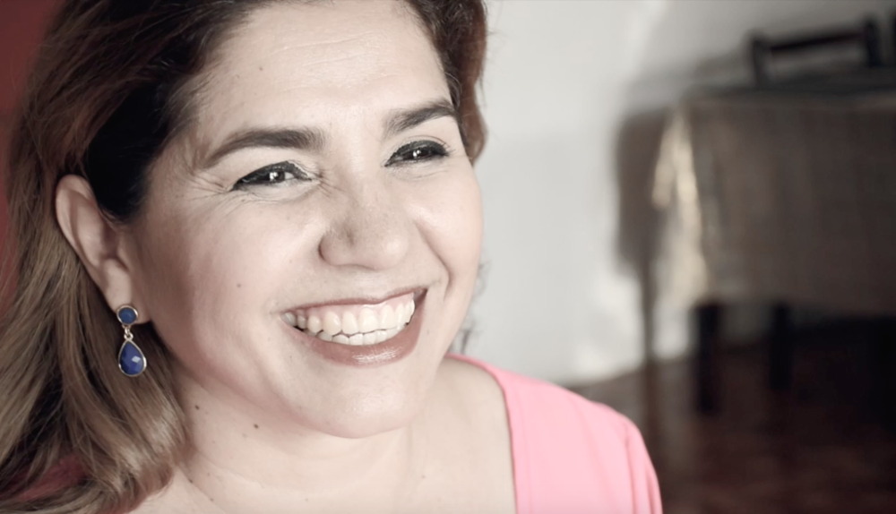 Damaris León   Damaris es una mujer trabajadora que un día, por precaución debido a antecedentes familiares, decide ir a ASMUCAN a realizarse una mamografía. Los resultados de este iban a cambiar su vida por siempre.  ¡Conocé el resto de su historia!